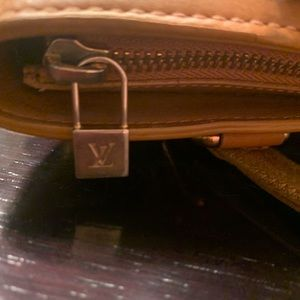Louis Vuitton Bags - 💯 Auth LOUIS VUITTON Beige Mini Lin Lucille PM